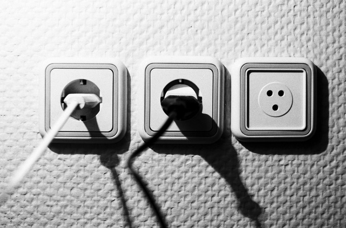 ホテルで外出中に充電やエアコンをつけたままにする方法