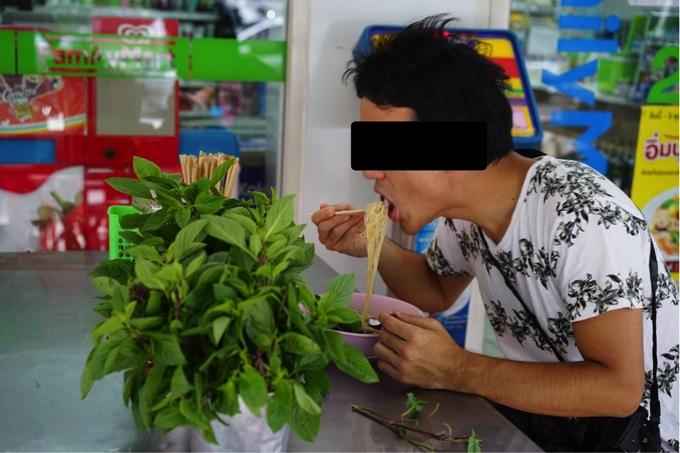 ザ キー バンコク(he Key Bangkok)近くのファミリーマート前