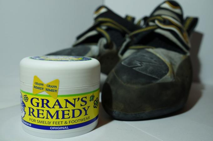 革靴やジョギングシューズ・クライミングシューズの嫌な臭い消しさる「グランズレメディ」