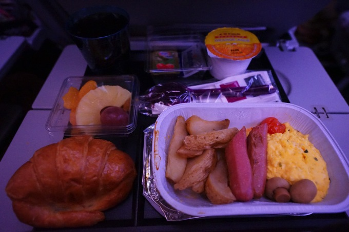 JL7999 QR811 感想 評判 乗り継ぎ 乗継 夕食 朝食 食事
