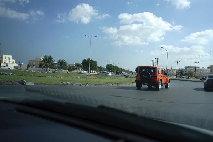 オマーン UAE ドバイ レンタカー 料金 オートマ マスカット