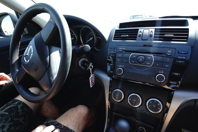 オマーン UAE ドバイ レンタカー 料金 オートマ マスカット 左ハンドル