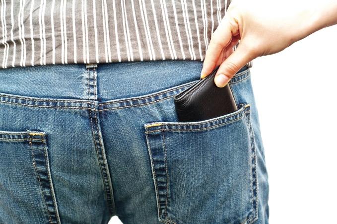 海外 財布 後ろポケット