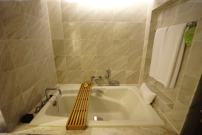 ザ・リージェントホテル台北(台北晶華酒店)の浴槽