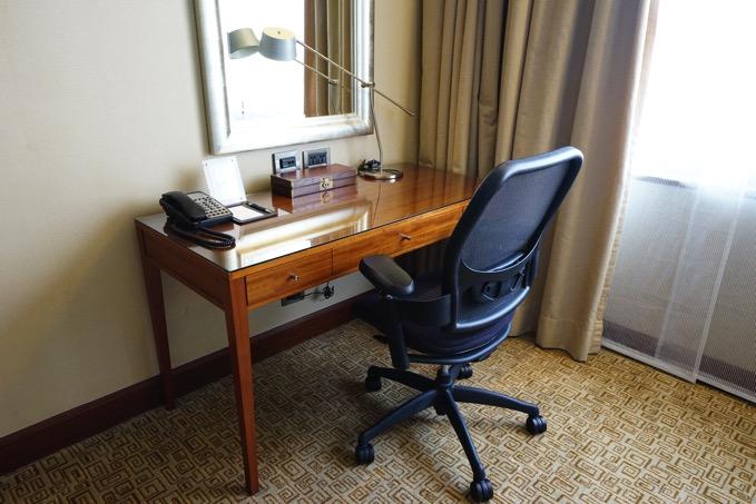 シェラトングランデ台北ホテルの机