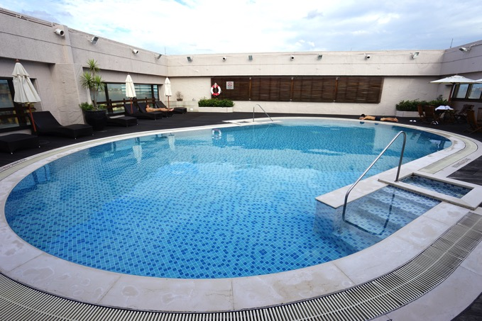シェラトングランデ台北ホテルの屋上プール